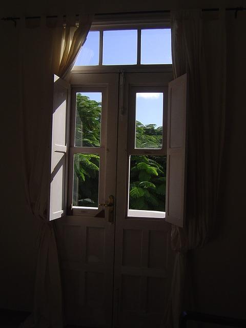window-355992_640